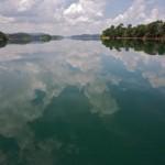 Malasia: reflejos en el Lago Kenyr