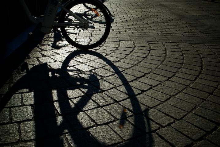 Luces y sombras de las bicis en Madrid. Sony A7R – ©Juan Luis Polo Hernanz 2014